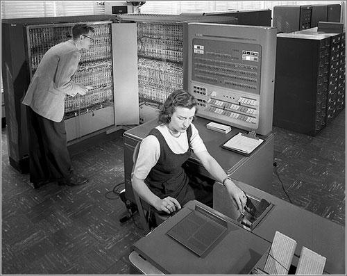 Un IBM 704