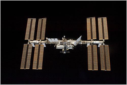 La Estación Espacial Internacional con todos sus paneles solares