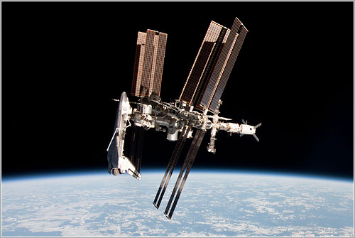 La ISS y el Endeavour en el espacio
