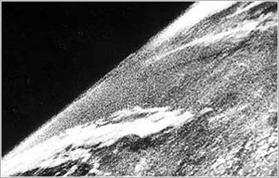 Primera imagen de la Tierra desde el espacio - Ejército de los EE. UU.