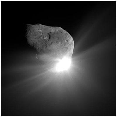 El cometa al cometa 9P/Tempel un minuto después del impacto de la Deep Impact