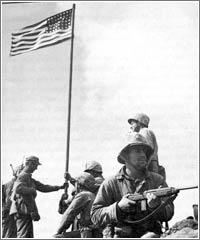 Primera bandera izada © Louis R. Lowery 1945