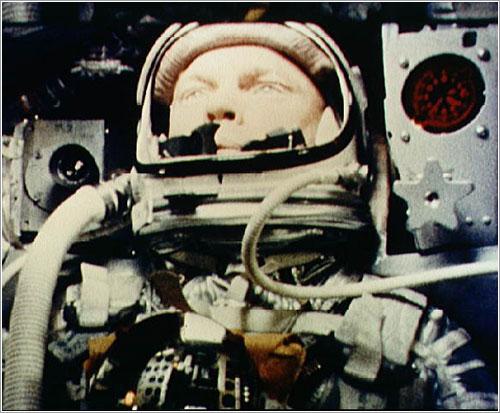 John Glenn en órbita a bordo de la Friendship 7 - NASA