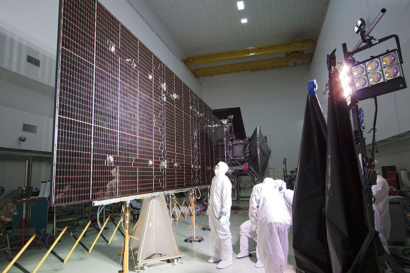 Pruebas de uno de los paneles solares de Juno