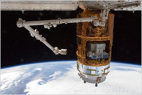 El Kounotori 3 atracado en la ISS