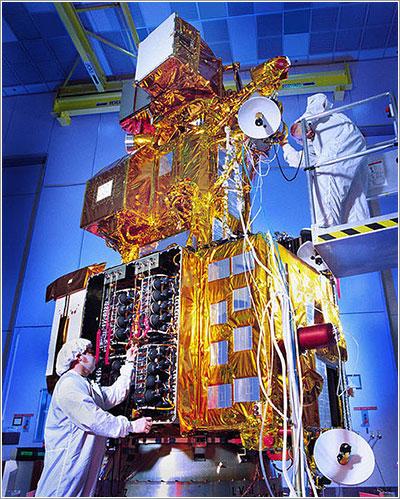 El LandSat 7 durante la preparación para el lanzamiento - NASA