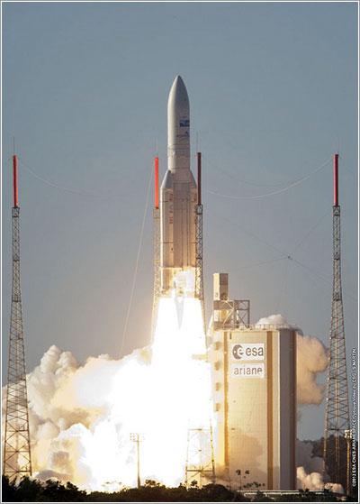 Lanzamiento del Ariane 5 ECA VA208 - ESA/CNES/Arianespace/Optique Video du CSG