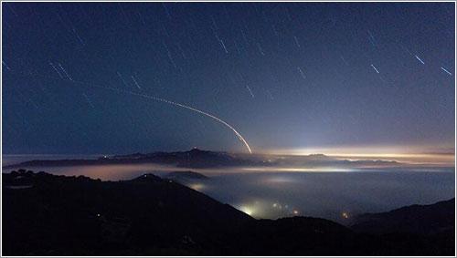 Imagen de larga exposición del lanzamiento