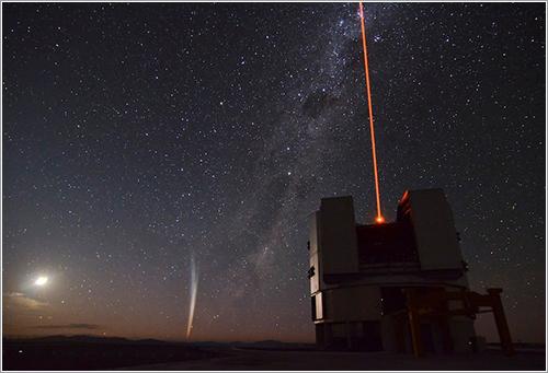 Lovejoy sobre el VLT - Gabriel Brammer/European Southern Observatory