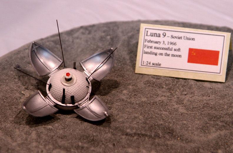 Maqueta del módulo de ciencia de la Luna 9