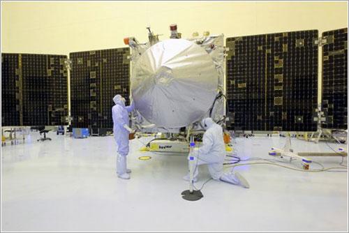 Técnicos del centro Kennedy trabajando en la MAVEN