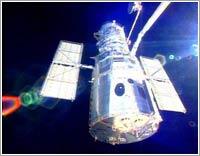 El Hubble en mantenimiento desde el Columbia en 2002 © NASA