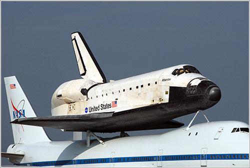 Atlantis sobre el SCA - NASA