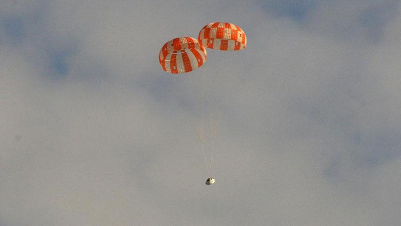 Dos paracaídas principales