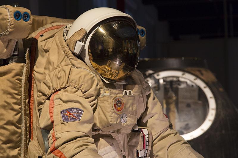 Orlan M y la Soyuz TM–14