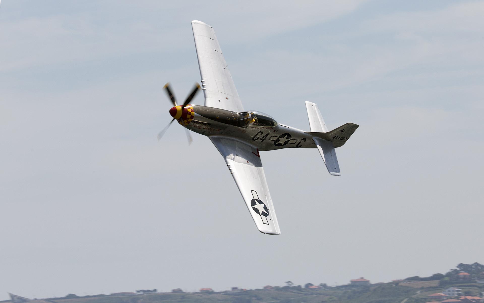 Un P-51D sobre Gijón