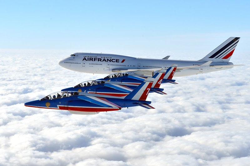 Patrouille y 747 desde babor