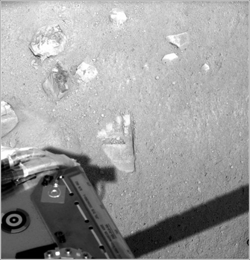 Primera huella de la Phoenix en Marte - NASA/JPL-Caltech/University of Arizona