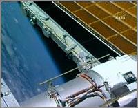 Vista parcial de los nuevos paneles solares © NASA