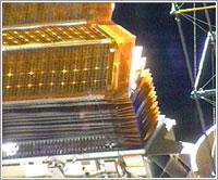 Panel solar de babor del segmento P6 parcialmente plegado © NASA TV