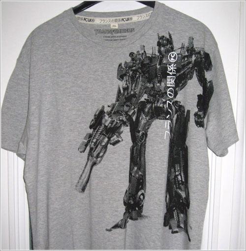 Peligrosa camiseta transformer por Brad Jayakody
