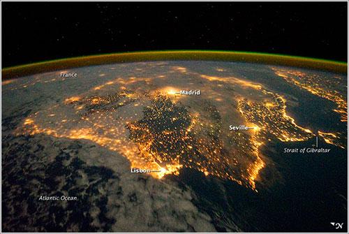 La Península Ibérica desde el espacio por la noche - NASA