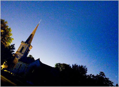 Las perseidas sobre la iglesia Stanmer