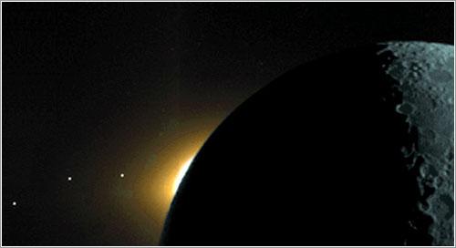 El plano de la eclíptica ilustrado por la sonda Clementine