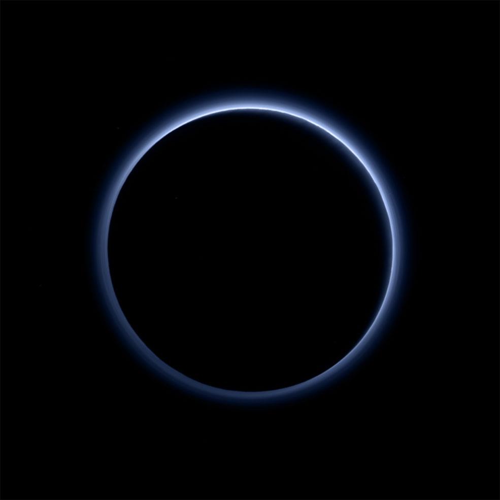 El cielo azul de Plutón