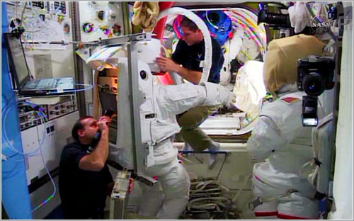 Preparando los trajes espaciales