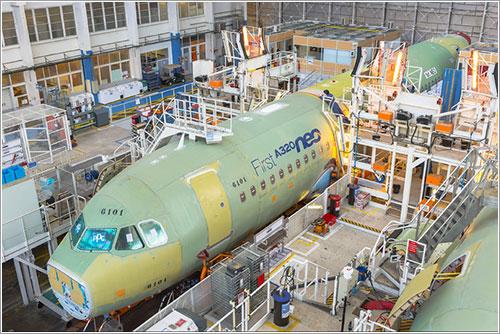 El primer A320neo en la línea de ensamblado final
