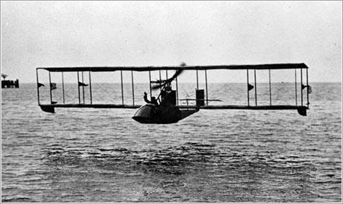 Pheil y Jannus sobre la bahía de Tampa