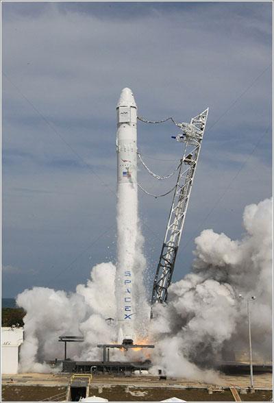 Prueba de motores del Falcon 9 el pasado 30 de abril - NASA