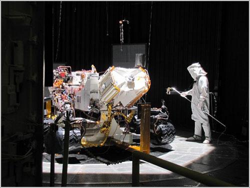 Curiosity en la cámara de pruebas - NASA/JPL-Caltech