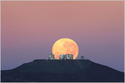 Puesta de Luna tras el VLT