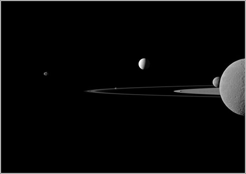 Quinteto de lunas - NASA/JPL-Caltech/Space Science Institute