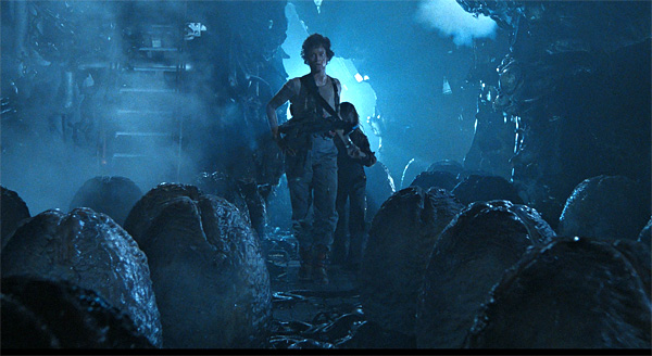 Ripley y Newt en el nido Alien