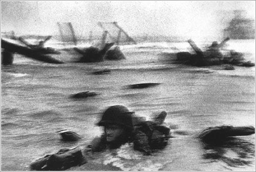 Playa Omaha, en las proximidades de Collevile-Sur-Mer, 6 de junio de 1944 © Cornell Capa
