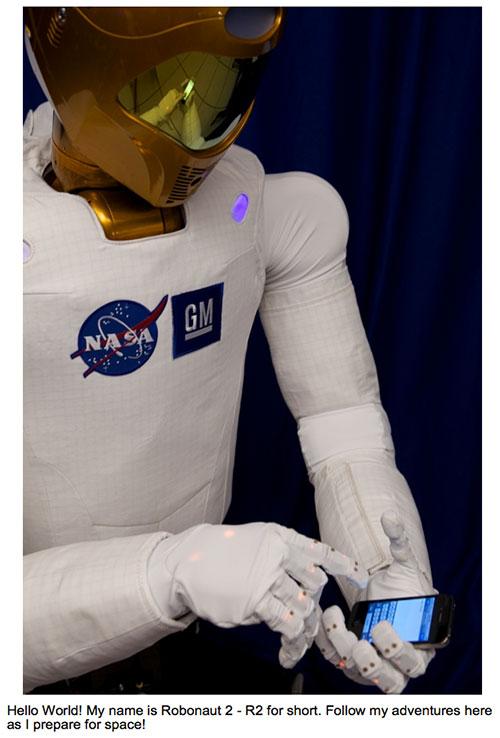 Primer tweet de R2