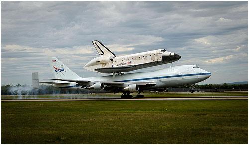 El Discovery aterrizando en Dulles - NASA/Paul E. Alers
