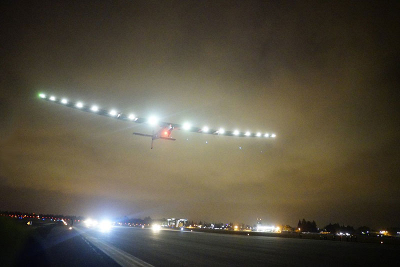 El Solar Impulse 2 dspegando de California