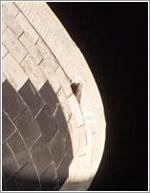 Manta térmica levantada en la parte posterior izquierda del Atlantis © NASA