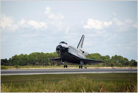 El Endeavour a punto de tomar tierra / NASA