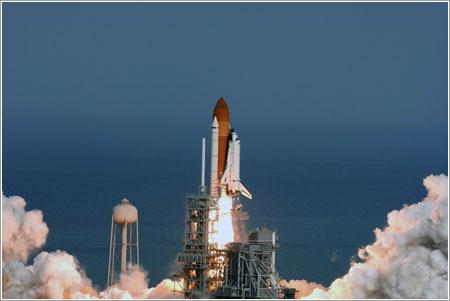 Despegue del Atlantis en la misión STS-122 - NASA TV