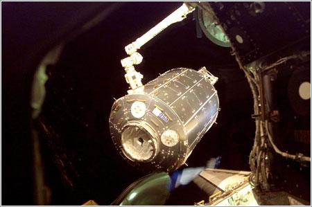 Columbus de camino a su sitio en la ISS - ESA/NASA