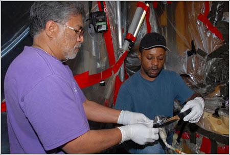 Preparando el conector para su envío a Marshall - NASA/George Shelton