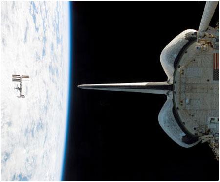 El Endeavour se aleja de la ISS - NASA