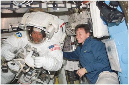 Mike Foreman da el OK tras el segundo paseo espacial de la misión