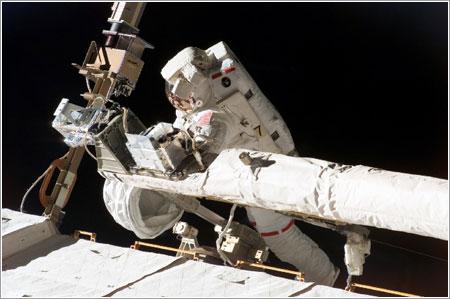 Foreman colocando el OBSS en su sitio