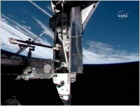 Endeavour atracado en la ISS - NASA TV